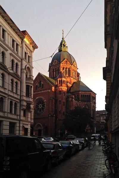 Regenabend an der Sankt Lukas Kirche