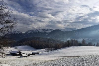 Man muss halt ein paar Kilometer fahren...<br>...um derzeit Schnee zu Gesicht zu bekommen. Bis kurz vor Innsbruck beispielsweise.