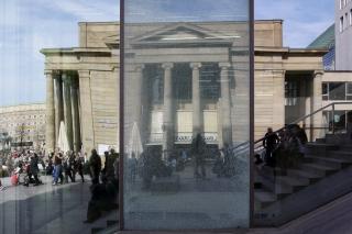Glasbruch<br>Ein bis zwei mal im Jahr müssen die im Kunstmuseum eine Scheibe tauschen. Also ich würde sie ja kaputt belassen - sieht nett aus...
