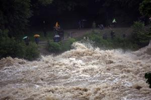Die Isar<br>Derzeit ein reißender Fluss