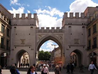Das Karlstor<br>Sozusagen der Eingang in die Fußgänger- und Touristenzone