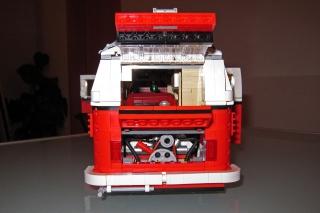 ...und dann noch von hinten.<br>Da haben ein paar Lego-Entwickler viel Liebe zum Detail gezeigt