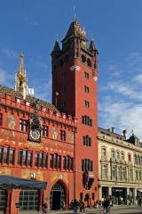 """Das Rathaus<br>Nein, eigentlich heißt das ja """"Kantonale Verwaltung Basel"""". Tut dem schönen Anblick keinen Abbruch."""
