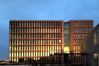 Sonnenuntergang<br>Schnöde Bürogebäude können auch ihren Reiz haben