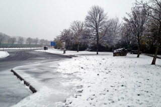 Der erste Schnee<br>Am Sonntag, auf der Fahrt von München nach Stuttgart. Auf der Albhöhe.