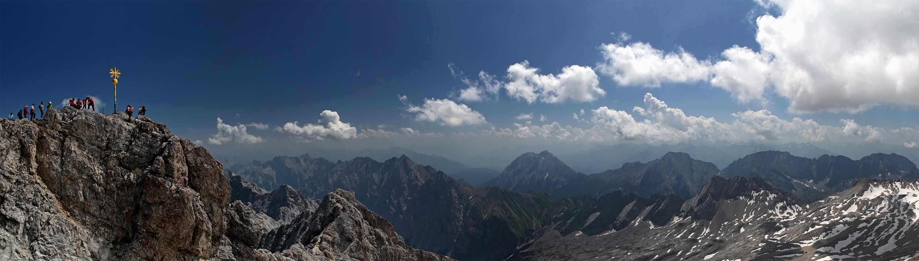Panorama<br>Ein wenig karg vielleicht - aber knapp 3000 Meter Höhe lassen sehr reizvolle Ausblicke zu